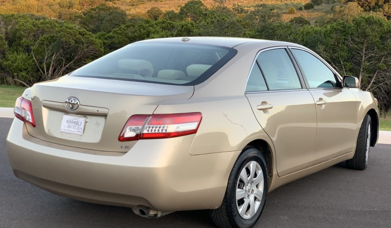 2011 Toyota Camry LE full
